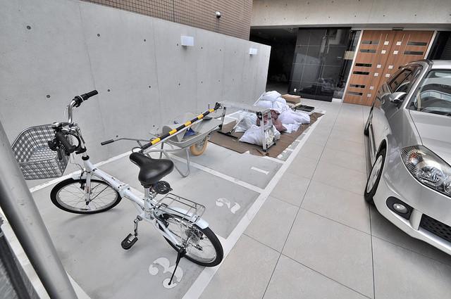 パラゴン小路 駐輪場が敷地内にあります。愛車を安心して置いておけますね。