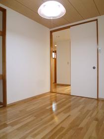 ニューハイツヒガネ 101号室