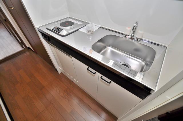 サンライズヒルズ 電気コンロ付きのキッチンはお手入れが楽チンですよ。