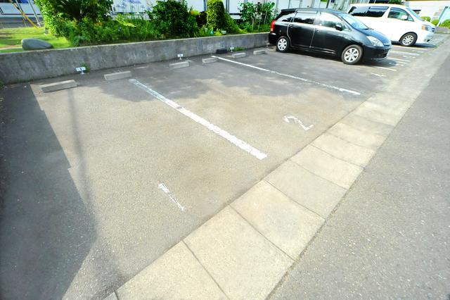 ビレッジハウス向ヶ丘6号棟駐車場