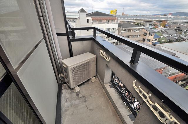 高井田ル・グラン 心地よい風が吹くバルコニー。洗濯物もよく乾きそうです。