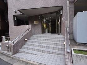 赤坂見附駅 徒歩8分エントランス