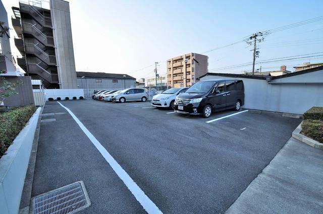 コート グランシャリオ 敷地内にある駐車場。愛車が目の届く所に置けると安心ですよね。