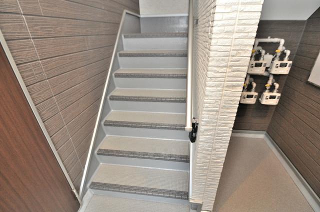 スイートメゾン 2階に伸びていく階段。この建物にはなくてはならないものです。