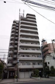 堂々とそびえ立つ12階建てマンション!