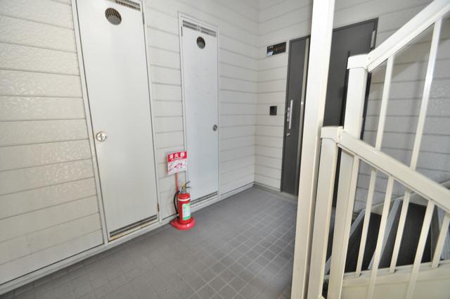 ジャルディーノ弐番館 玄関まで伸びる廊下がきれいに片づけられています。