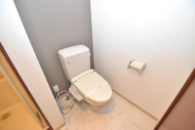 セレブコート近大前 清潔感たっぷりのトイレです。入るとホッとする、そんな空間。