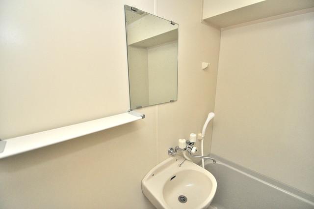イスタナ・フセ 可愛いいサイズの洗面台ですが、機能性はすごいんですよ。