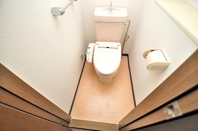 アクアオース 清潔感のある綺麗なトイレにはウォシュレット標準装備です。
