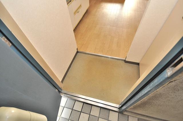 ツインコンフォートハイツ岩崎 お部屋の入口には何も置かず、シンプルが一番ですね。