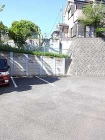 メゾンドールD駐車場