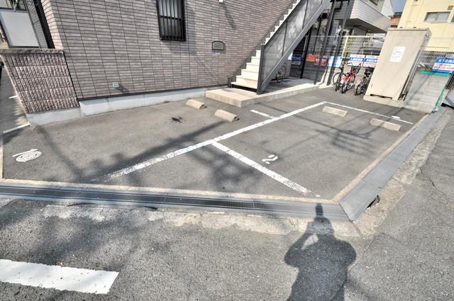 ウェール 敷地内にある駐車場。愛車が目の届く所に置けると安心ですよね。