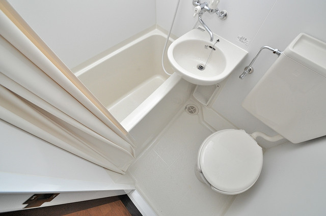 ニッコーハイツ俊徳 シャワー一つで水回りが掃除できて楽チンです