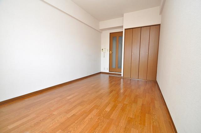 グランドゥルイ 落ち着いた雰囲気のこのお部屋でゆっくりお休みください。