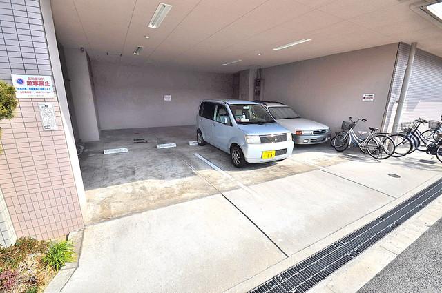 ウォンテ 屋根付き駐車場は大切な愛車を雨風から守ってくれます。