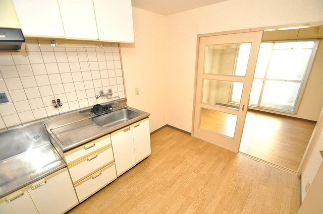ツインコンフォートハイツ岩崎 シンプルな単身さん向きのマンションです。
