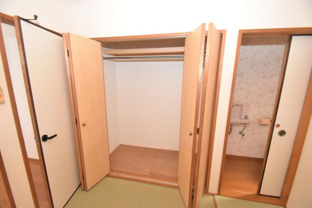 大蓮南2-18-9 貸家 大きなクローゼットはたくさんの衣装もスッキリ片付きます。