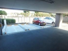 メゾンドカロー南平駐車場
