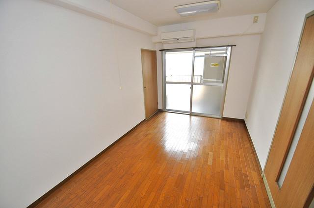 エンゼルハイツ小阪本町 明るいお部屋は風通しも良く、心地よい気分になります。