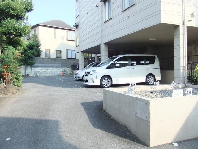 キャッスル高根KO駐車場