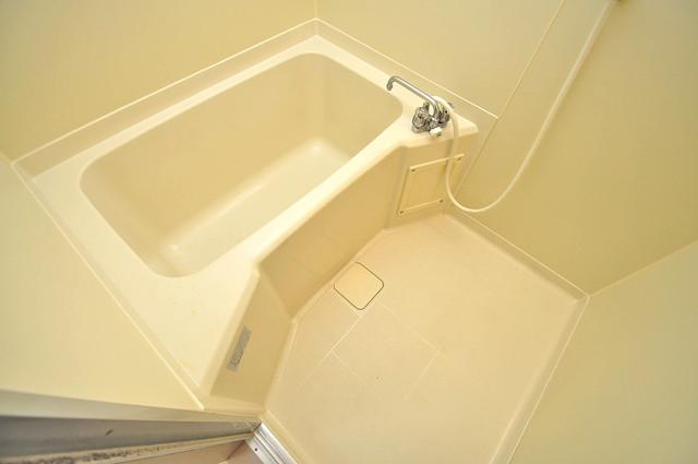 ローズガーデンCOMO 広めのお風呂は一日の疲れを癒してくれます。