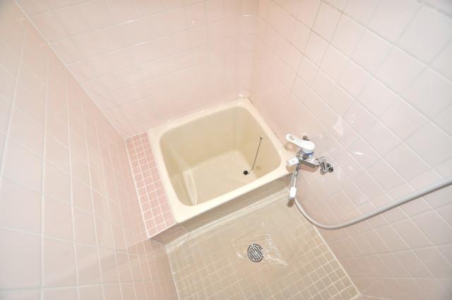 太平寺2丁目 連棟住宅 一日の疲れを洗い流す大切な空間。ゆったりくつろいでください。