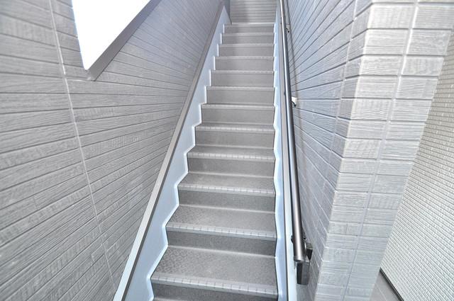 クラリスクオーレ 2階に伸びていく階段。この建物にはなくてはならないものです。