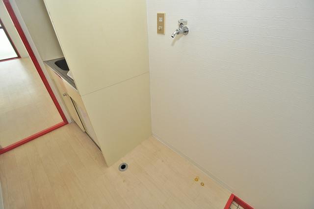 OMレジデンス八戸ノ里 嬉しい室内洗濯機置場。これで洗濯機も長持ちしますね。
