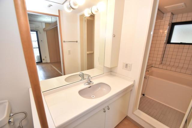 ファーストアベニール 人気の独立洗面所はゆったりと余裕のある広さです。