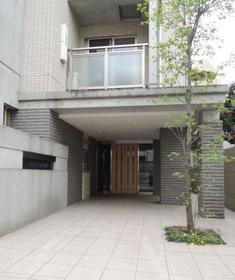 中野駅 徒歩9分エントランス
