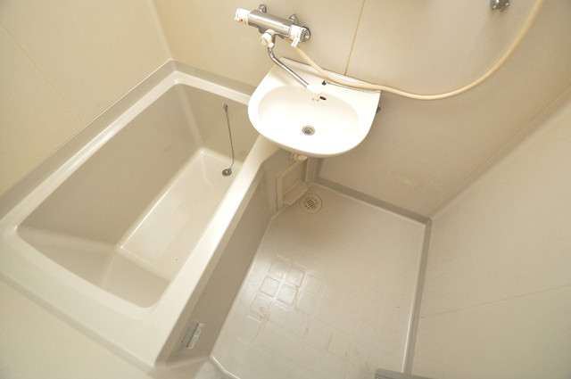 ブリエール布施A棟 単身さんにちょうどいいサイズのバスルーム。