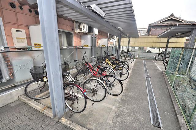 バーズ・ハウス あなたの大事な自転車も安心してとめることができますね。