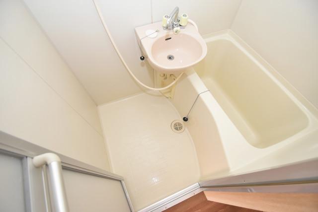 エステートピアナカタA棟 ちょうどいいサイズのお風呂です。お掃除も楽にできますよ。