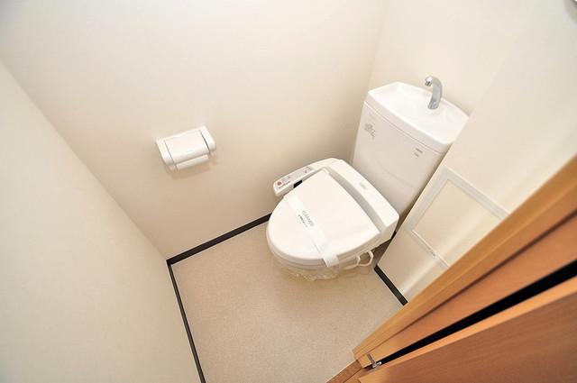 Gransisu Takaida 清潔感たっぷりのトイレです。入るとホッとする、そんな空間。