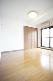 https://image.rentersnet.jp/52ba3fc7-aa56-4c70-91cb-d28375a48184_property_picture_2987_large.jpg_cap_※別部屋の参考写真