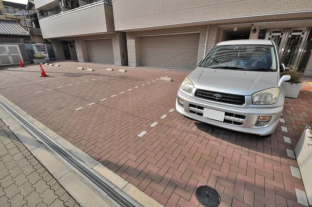 PIANO・FORTE 敷地内にある駐車場。愛車が目の届く所に置けると安心ですよね。
