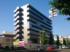https://image.rentersnet.jp/53cc97a726d89245030dc17d6255bd32_property_picture_2418_large.jpg_cap_スタイリッシュな外観です!