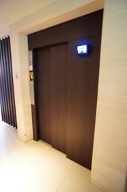 エレベーターには防犯カメラも完備