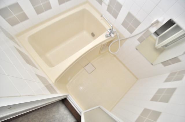 長栄寺8-24 貸家 足が伸ばせる広い浴槽はナイスですね!