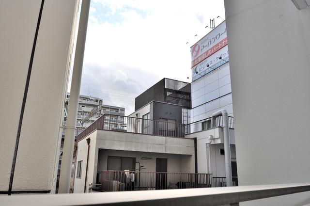 ヴェリテ永和駅前 この見晴らしが日当たりのイイお部屋を作ってます。