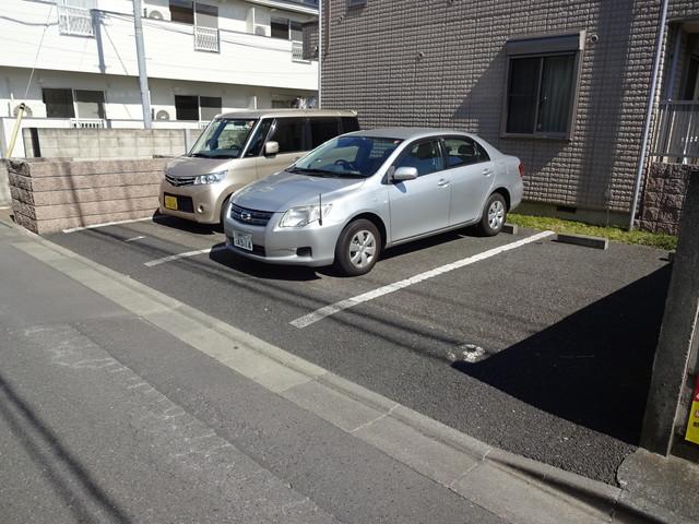 メゾンボヌール駐車場