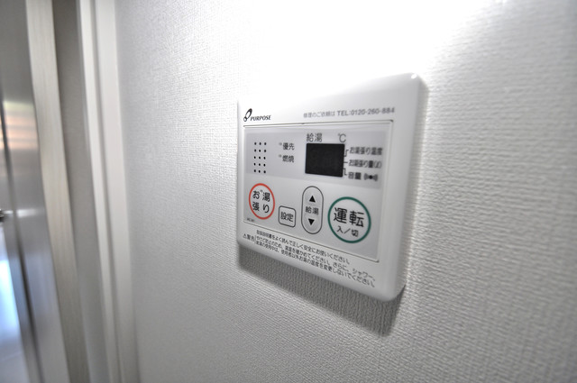 Luxe今里Ⅱ 給湯リモコン付。温度調整は指1本、いつでもお好みの温度です。