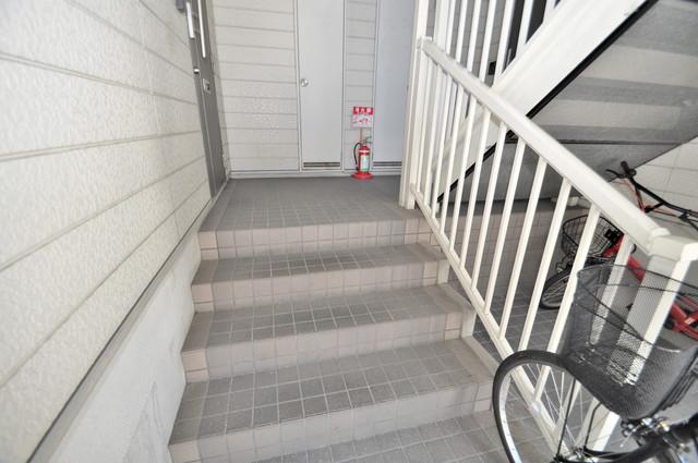 ジャルディーノ弐番館 この階段を登った先にあなたの新生活が待っていますよ。