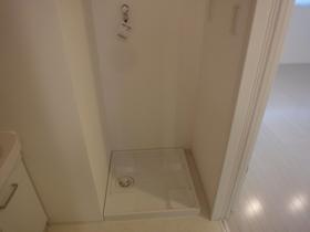 https://image.rentersnet.jp/55567258-cb58-4ebf-aff9-64d2428e241b_property_picture_2418_large.jpg_cap_洗濯機置場はこちら