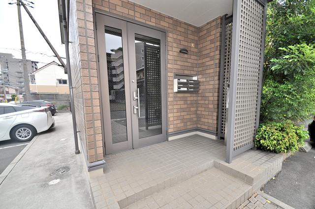 カーサ・エクレール A棟 オシャレなエントランスは安心のオートロック完備です。