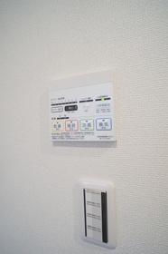 https://image.rentersnet.jp/55f33212-b2a0-41c7-ae38-83c7d6674793_property_picture_2409_large.jpg_cap_★浴室乾燥機リモコン★
