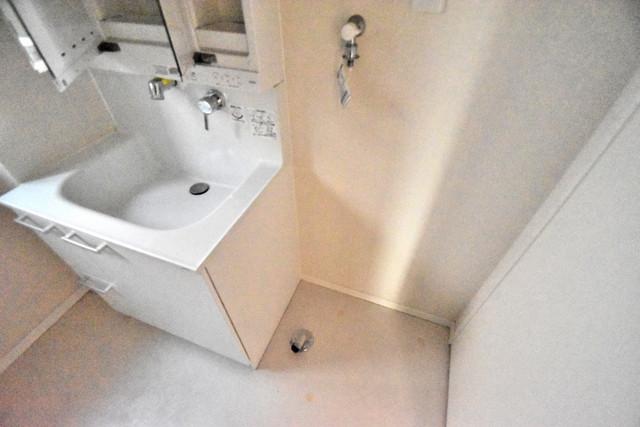 シャーメゾンアマヤハイツ 室内に洗濯機置き場があれば雨の日でも安心ですね。