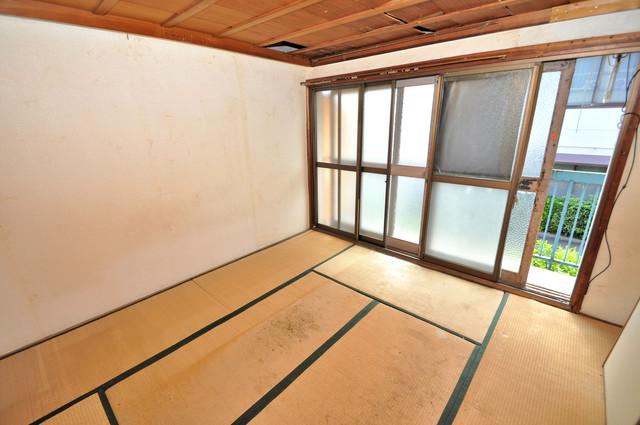 八戸ノ里KS 窓があるので風通しが良く、快適な睡眠がとれそうですね。