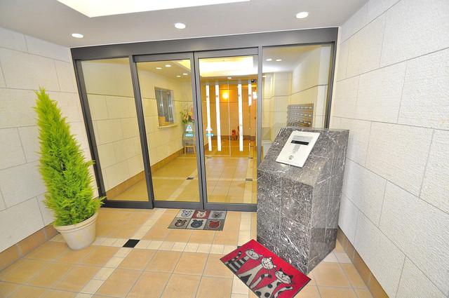 ディナスティ東大阪センターフィールド オシャレなエントランスは安心のオートロック完備です。