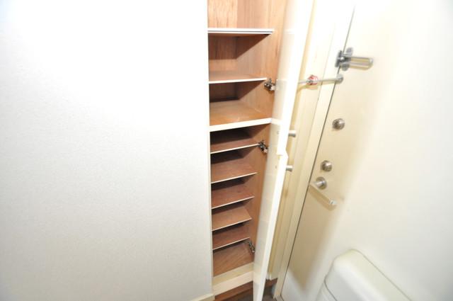 ビオス中小阪 玄関にはオシャレなシューズボックスが設置されていますよ。